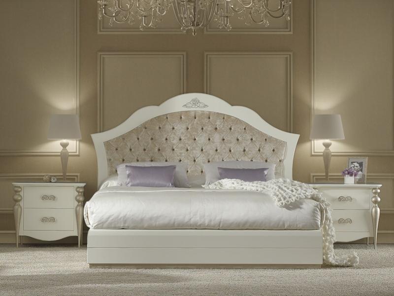 Chambre laqu e blanc 227 avec pieds en feuille de cuivre for Cabeceros y canapes