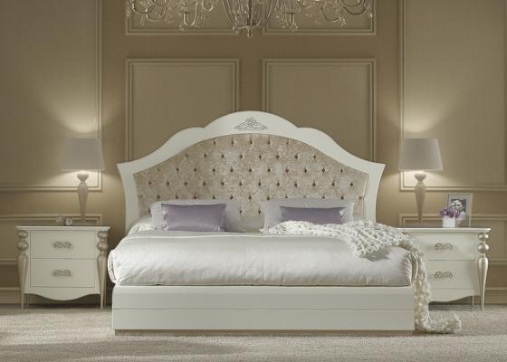 chambre laqu e blanc 227 avec pieds en feuille de cuivre 285 t te de lit garnie en tissu 81b. Black Bedroom Furniture Sets. Home Design Ideas