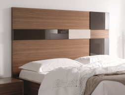 chambre en noyer am ricain et t te de lit en panneaux avec d tails en laque brillante mod cuadros. Black Bedroom Furniture Sets. Home Design Ideas