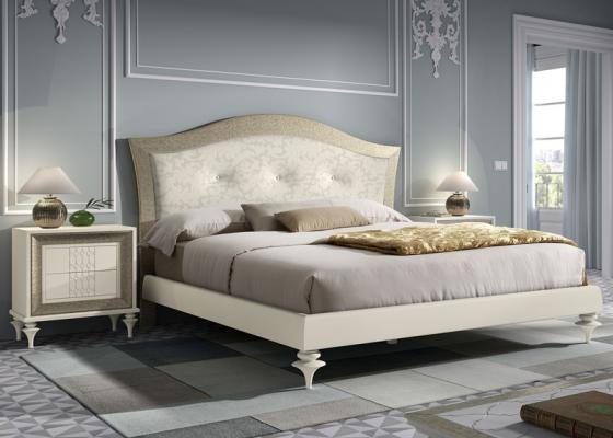 Bedroom with upholstered headboard. Mod. GA17