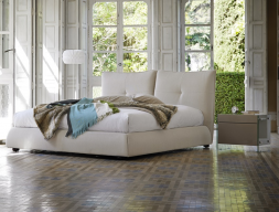 Bedroom with upholstered bed. Mod.TREVISSO
