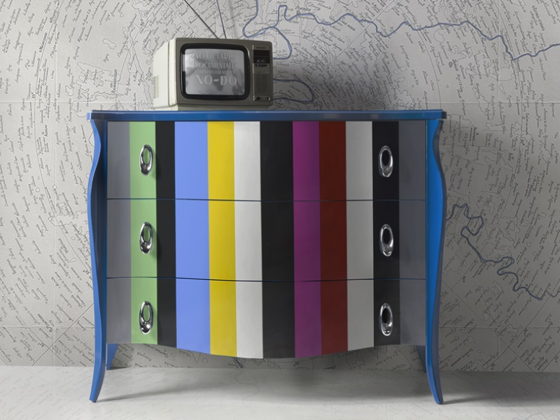 Lacquered chest of drawers. Mod. FRIDA