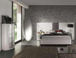 Lacquered bedroom with headboard central detail in  leather. Mod: GALATEA