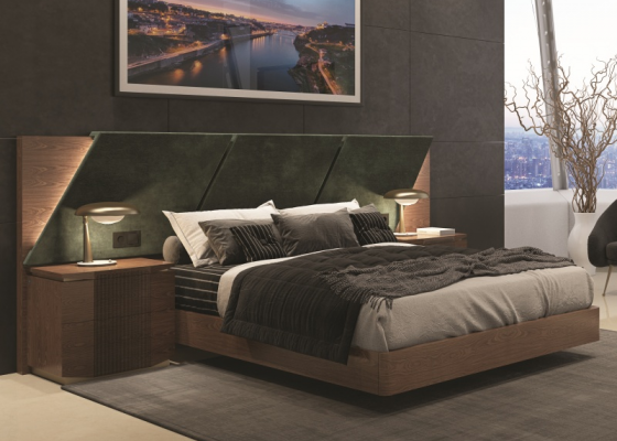 Bedroom with upholstered large headboard in walnut wood.Mod: PRASSEDE