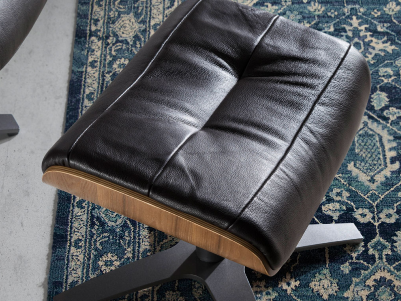 Set of swivel and relax armchair and pouf. Mod: B�LIER