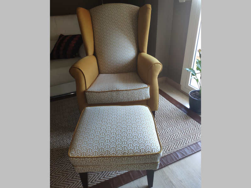 Set of armchair and pouf with piping. Mod. BOSTON GEOMETRIC