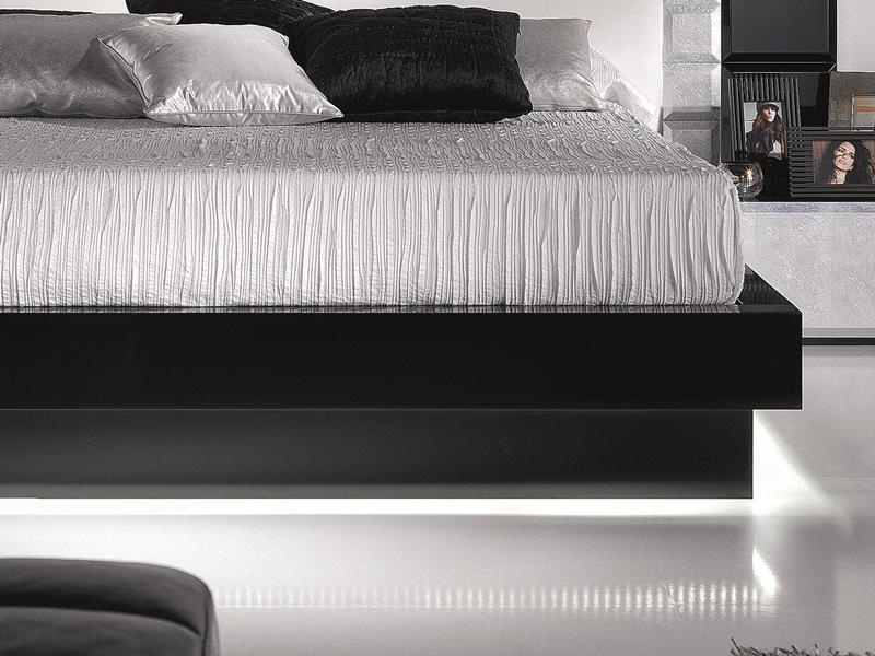 tour de lit en laque blanc ou noir mod natassia blanc noir. Black Bedroom Furniture Sets. Home Design Ideas