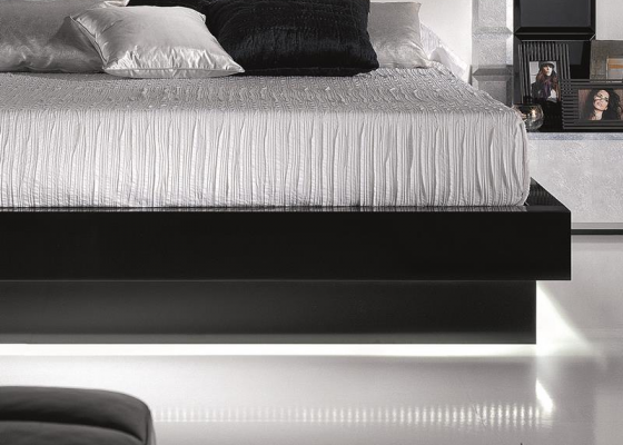 Lacquered bed frame. Mod. NATASSIA