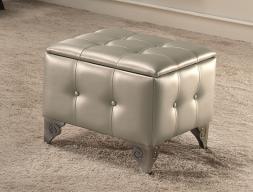 Padded upholstered pouff. Mod. GA9206