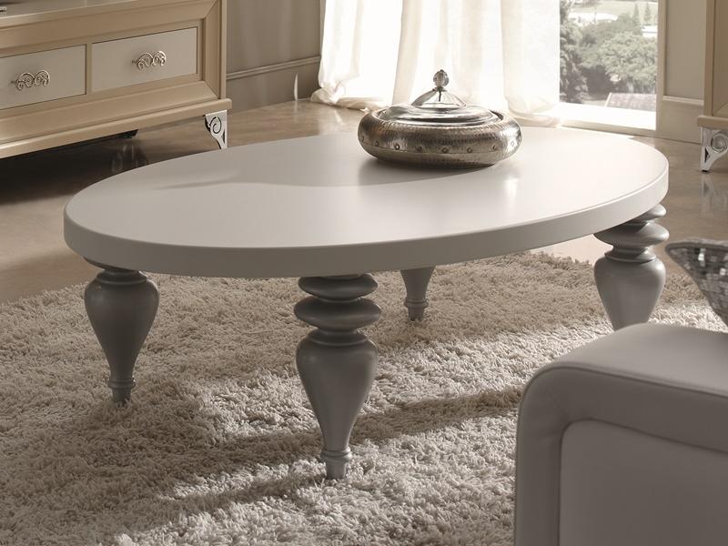Table basse ovale laqu e avec pieds en bois tourn avec for Table basse argent