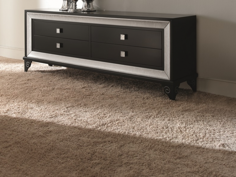 meuble bas tv avec 4 tiroirs 183 cm de long en laqu noir. Black Bedroom Furniture Sets. Home Design Ideas