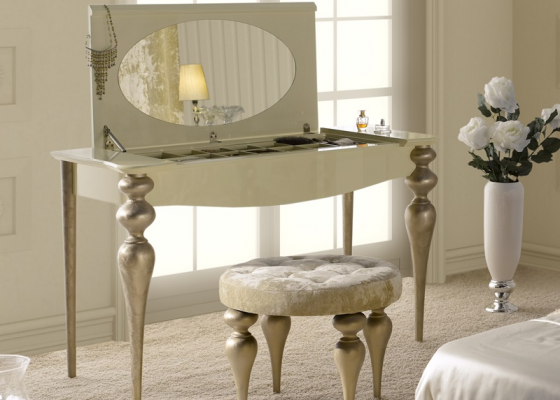 Dressing table with mirror and jewellery box.Mod PA9615