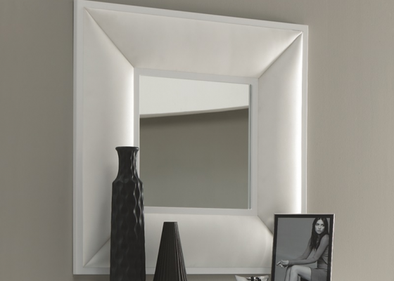 Upholstered mirror. Mod. BELLUCI