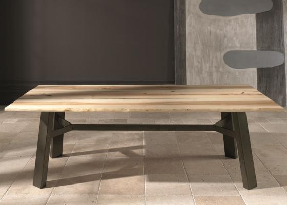 table basse rustique avec plateau en panneau de bois massif de fr ne et pi tement en fer mod. Black Bedroom Furniture Sets. Home Design Ideas
