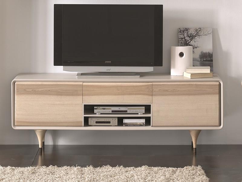 meuble tv en finition sable avec fa ades en bois massif de fr ne et pieds en patine gris mod. Black Bedroom Furniture Sets. Home Design Ideas