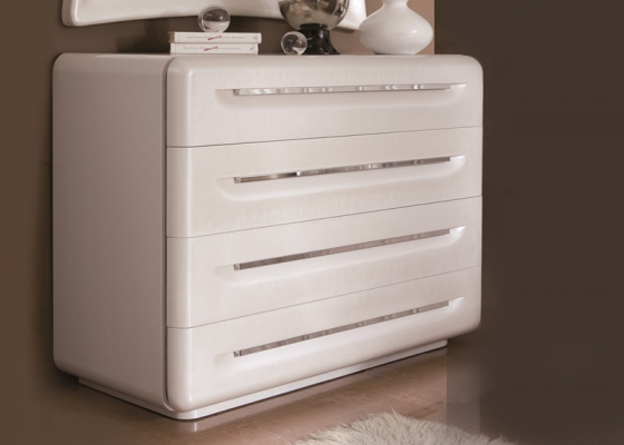 Lacquered chest of  4 drawers. Mod. BIANCA BR