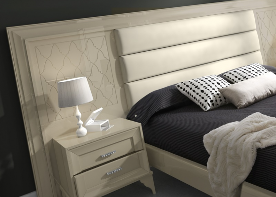 Large uphostered and lacquered headboard. Mod. GA1360C