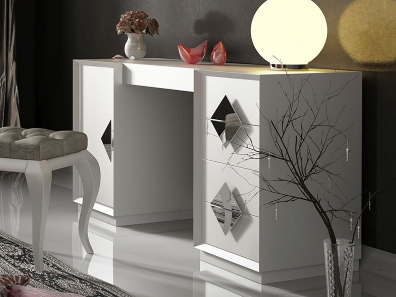 Lacquered  vanity table. Mod. LUCIA