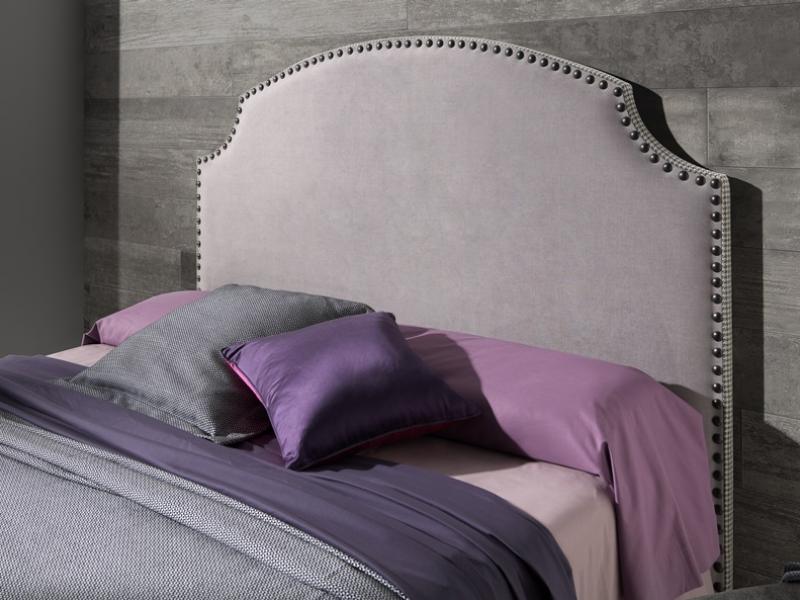 Tête de lit garnie en tissu avec clous Mod CALPE TACHAS