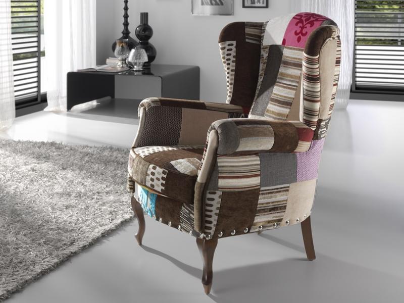 fauteuil oreilles avec pieds chippendale garni en tissus patchwork de tons mixtes et clous. Black Bedroom Furniture Sets. Home Design Ideas
