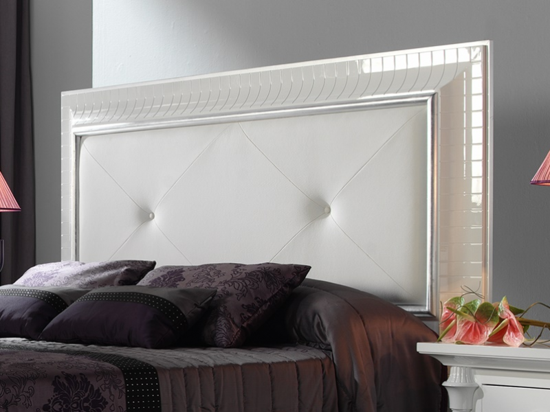 t te de lit laqu e blanc avec moulure en haute brillance avec d coration en feuille d 39 argent et. Black Bedroom Furniture Sets. Home Design Ideas