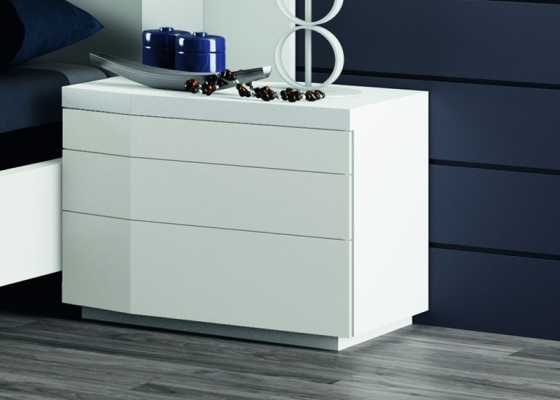 Lacquered bedside tables with 3 drawers. Mod. GORDON BLANCO
