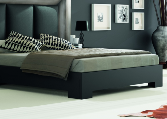 Lacquered bed frame. Mod. GORDON NEGRO
