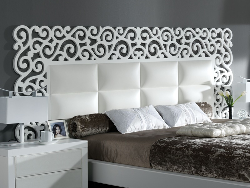 t te de lit laqu e avec garniture en simili cuir blanc et. Black Bedroom Furniture Sets. Home Design Ideas
