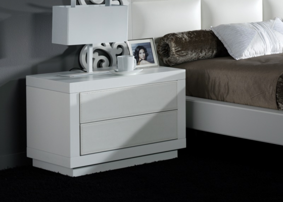 Lacquered bedside tables with upholstered fronts. Mod. CASSANDRA BLANCO