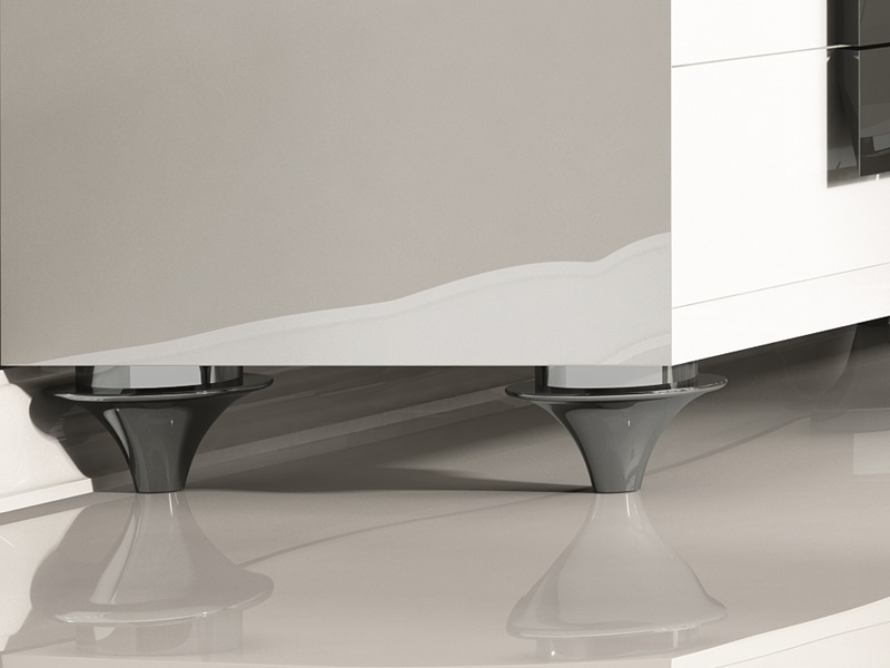 Lacquered chest of  drawers. Mod. LUXE75052