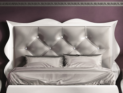 Upholstered and lacquered headboard. Mod. LUXE70165