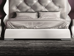Lacquered bed frame . Mod. LUXE45815