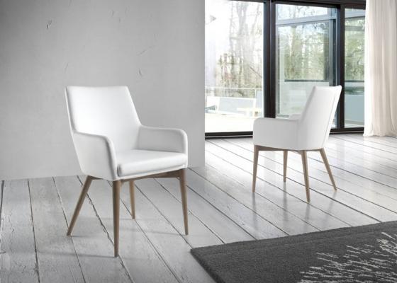 Set of 2 upholstered armchairs. Mod. BARI