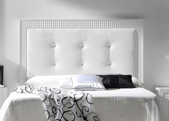 Lacquered and upholstered headboard. Mod. DIAMOND