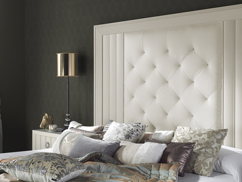 Lacquered and upholstered headboard. Mod. LOYRA