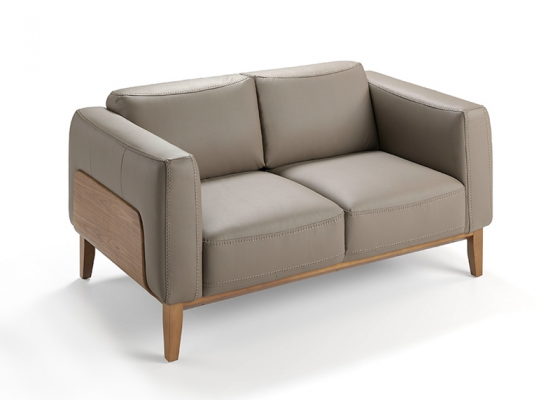 2 seater sofa upholstered with leather. Mod. TRAVIATA 2P