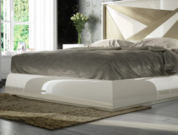 Lacquered frame bed. Mod: HELENNA