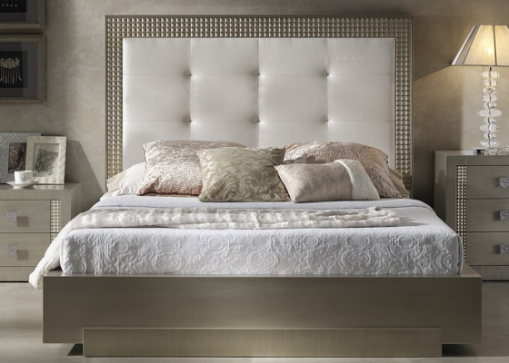 Complete upholstered and lacquered bed. Mod: DIAMOND CHAMPAGNE