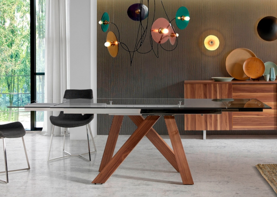 Extensible dining table. Mod. MELVA