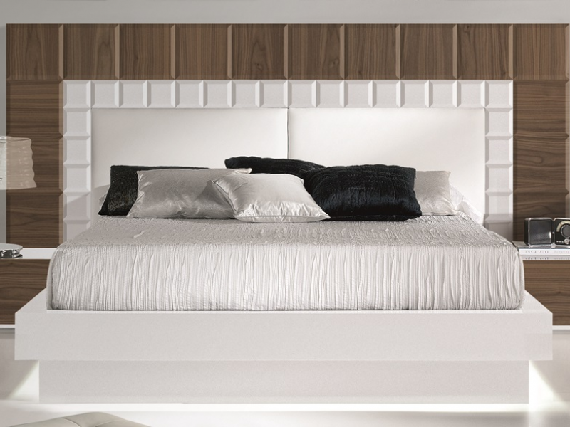 t te de lit plaqu e en noyer am ricain avec des d tails en laqu blanc et tapiss e en cuir blanc. Black Bedroom Furniture Sets. Home Design Ideas