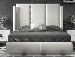 Complete upholstered bed with nails. Mod. ZENDA