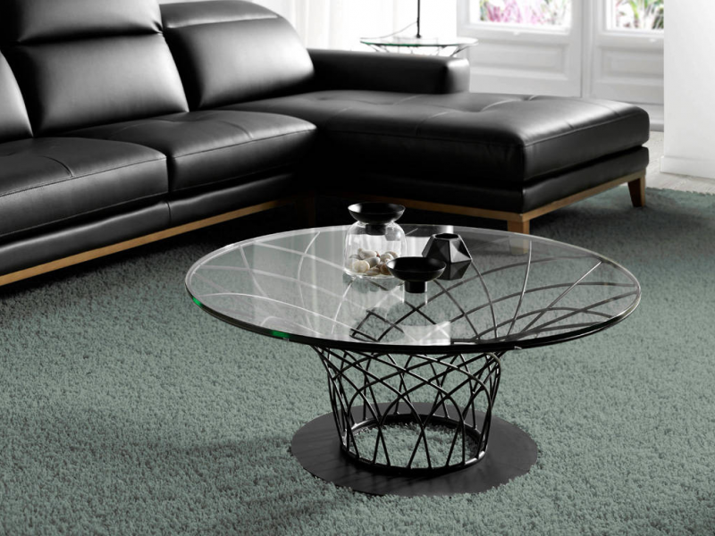 Coffee table with lacquered steel and glass top. Mod: LORENA