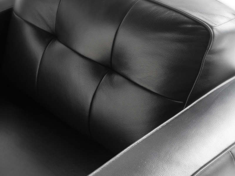 Leather armchair. Mod. LEONARDO-1P