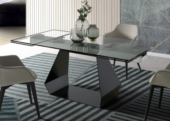Extendable dining table. Mod. ORIOL