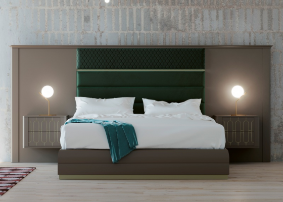 Complete bed with large lacquered headboard with upholstered central part. Mod. LEULA