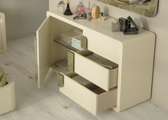 Lacquered 3-drawer dresser and 1 door.Mod: GLASS
