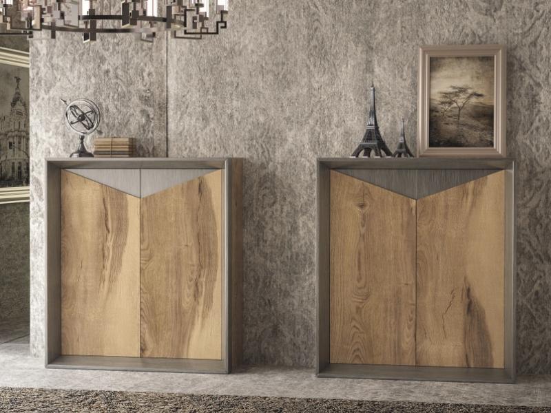 Showcase with 2 doors in oak.Mod: VAPRO