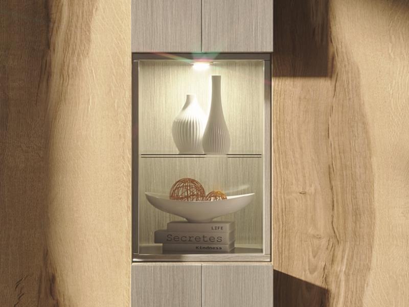 Showcase with 2 doors in oak.Mod: YBONNE