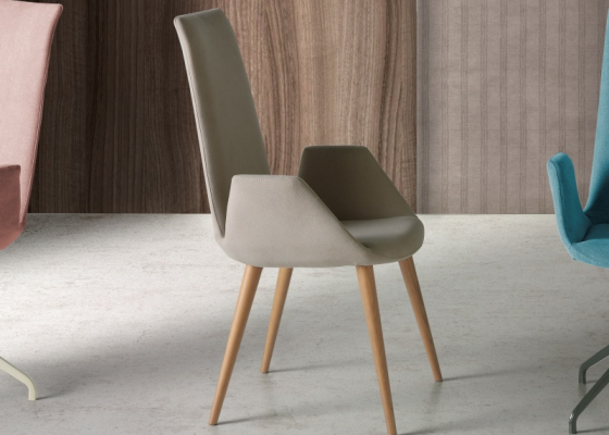 Set of 2 upholstered chairs in oak. Mod. DANNA