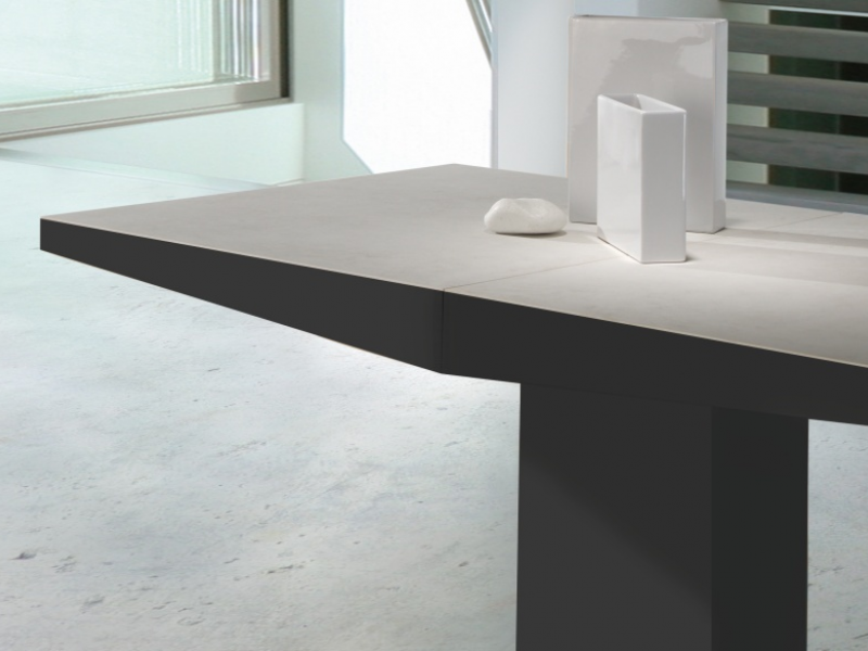 Extensible dining table. Mod. DORIAN CERAMICA LACADO